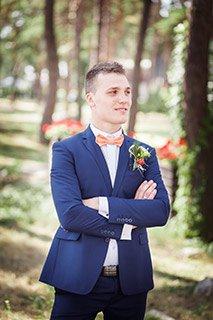 Костюмы на свадьбу жениху